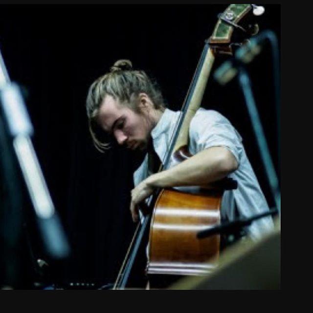 本日20時よりauxにてコントラバス奏者のクリスティアン メオス スヴェンセンさんのliveがあります。チャージはございません。どなたでもお気軽にどうぞ#空間レンタル #yoyogihachiman #naturalwine #aux - from Instagram