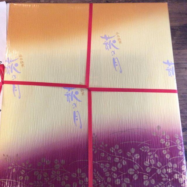 仙台から母が来た。お土産の仙台名物#aux #yoyogihachiman #lunch #sendai#萩の月# - from Instagram