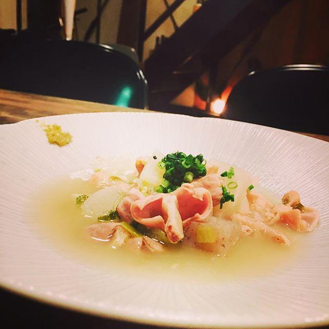煮物が美味しい季節ということで、はじめました。「THE モツ煮 塩 」と少し日本酒。#もつ煮#夜はあったまろう#柚子胡椒 #煮物シリーズ1号come on. - from Instagram