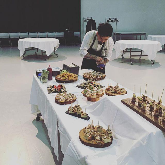どこにでもaux styleを。ケータリングもやってます。本日は東京タワー。We also do catering services.Whenever whatever  if you want.please Tell us your detail.#aux #auxshokudo #catering #ケータリング#異業種交流会 #250人 #yoyogihachiman #忘年会 #忘年会予約受付中 #代々木公園 - from Instagram