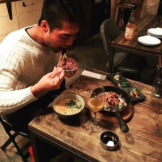 【深夜食堂】場合によっては深夜食堂開店しとります。#生姜焼き定食#深夜もガッツリ#自然派ワインと定食という提案#映画の影響 撮影許可とってますからね。 - from Instagram