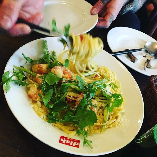 dishでぶらんち。dishライスもパスタもやっぱり旨い。we wanna be cool and busy shop like here.#上原ブランチ#サルシッチャのパスタ #ガパオライス#海老クリームパスタ#歯抜け侍#rubbergirl - from Instagram