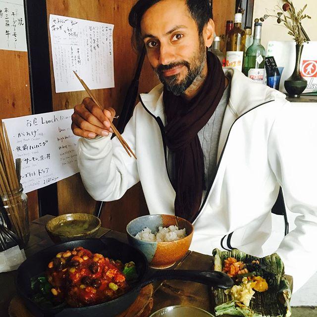 彼はその昔名だたる剣士として薩摩藩と長州藩を賑わせた剣士の末裔とのこと、、、その名は薩摩団十郎。かの西郷隆盛の指南役であったという。Our new patron right here.Thank you arigato very much.You are so calm really well!! - from Instagram